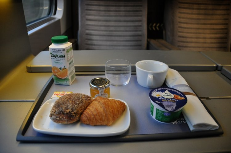 eurostar-standard-premier-class-upgrade-the-breakfast-meal-tendtotravel-3