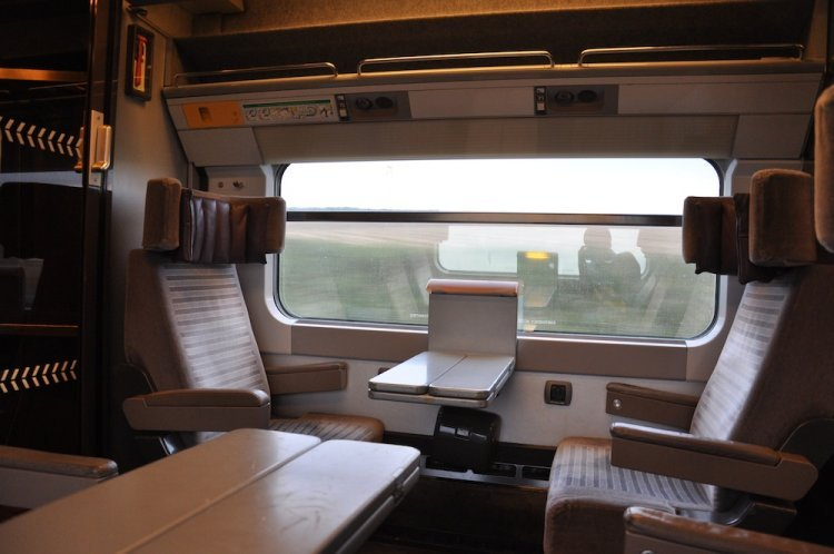 eurostar-standard-premier-class-upgrade-the-seats-tendtotravel-5